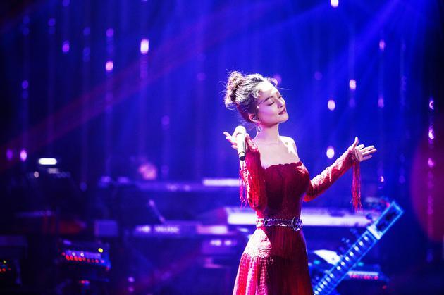 《歌手》张韶涵挑战华语经典 青春热舞点燃全场