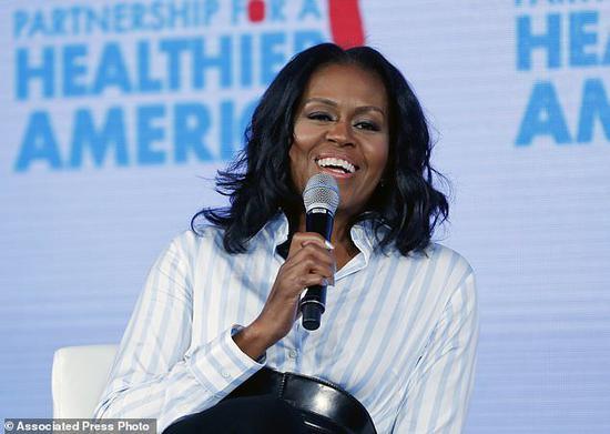 奥巴马夫人出书揭成长经历 网友:永远的第一夫人