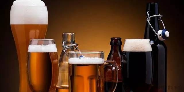 酒驾醉驾不可取,啤酒白酒红酒喝多少会碰线?