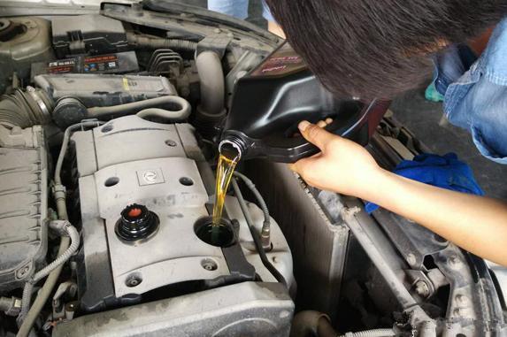 汽车出现这3种现象,说明你的座驾开始烧机油了!