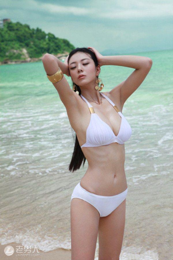 大胆美女张雪馨丁字裤写真 双手难遮洁白超大巨乳