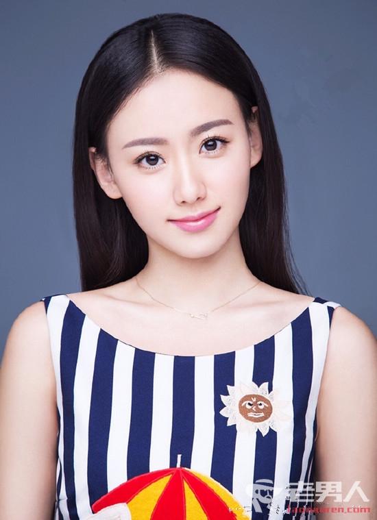 刘涛《时尚芭莎》最新写真大片曝光 烈焰红唇变百变女王
