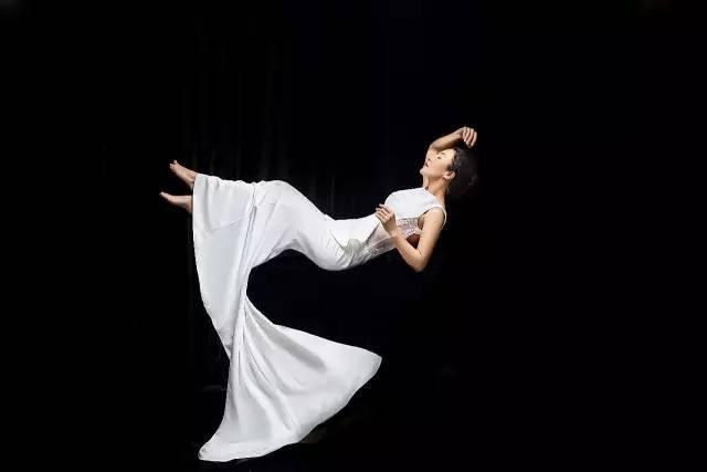 30岁健身50岁登英国头条 中国女神用健身打败年龄