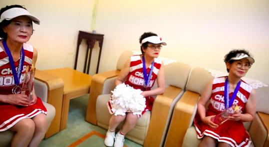 韩国奶奶团参加南京啦啦操大赛 80岁老太变青春